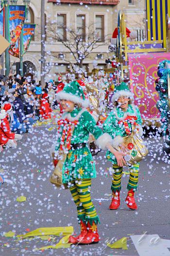 ミニオン・ハチャメチャ・クリスマス・パーティの紙吹雪