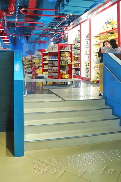 ショップ内の階段
