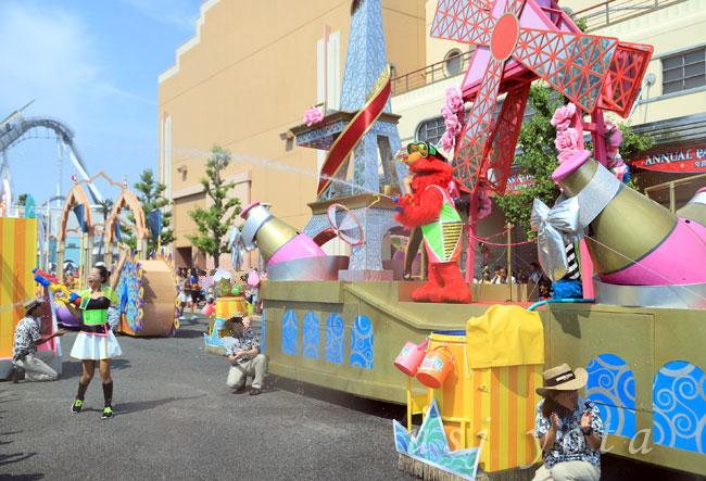 ウォーター・サプライズ・ パレードの放水
