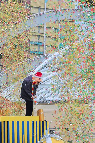 ミニオン・ハチャメチャ・クリスマスパーティーの紙吹雪の演出
