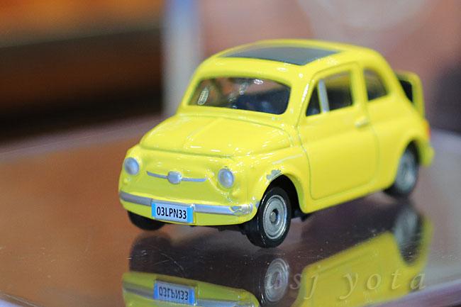 ルパン三世FIAT500のお土産ミニカー