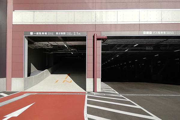 リーベルホテルの屋内駐車場入り口