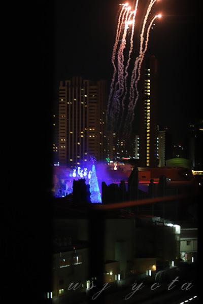 リーベルホテルの部屋から見るクリスマスツリーと花火