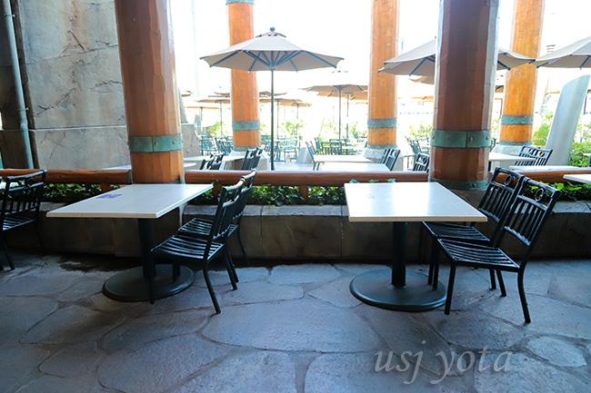 レストランテーブルのソーシャルディスタンス