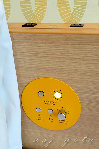 ベッドにある電灯スイッチ