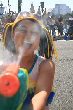 ウォーター・パレードでカメラの防水
