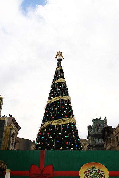 ユニバーサル・スーパー・クリスマスツリー
