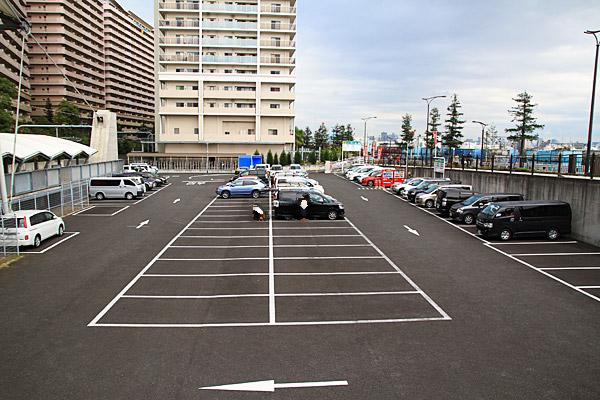 ユニバーサルシティ駅前駐車場