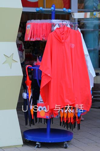 傘とポンチョ