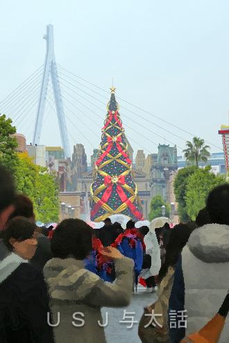 USJの巨大クリスマスツリー
